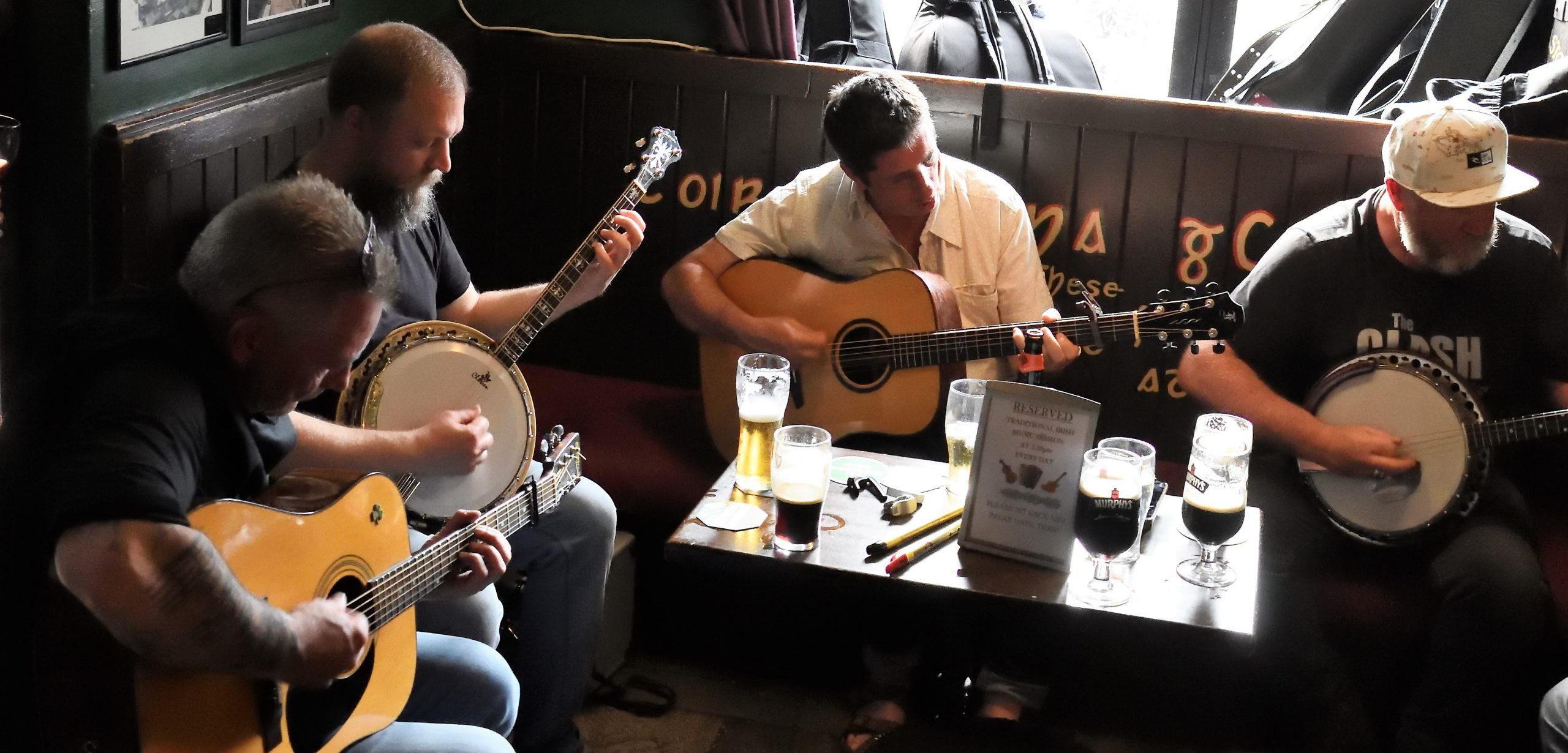Galway trad session. Taaffees bar. Music tours